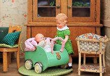How to cradle the Newborn?